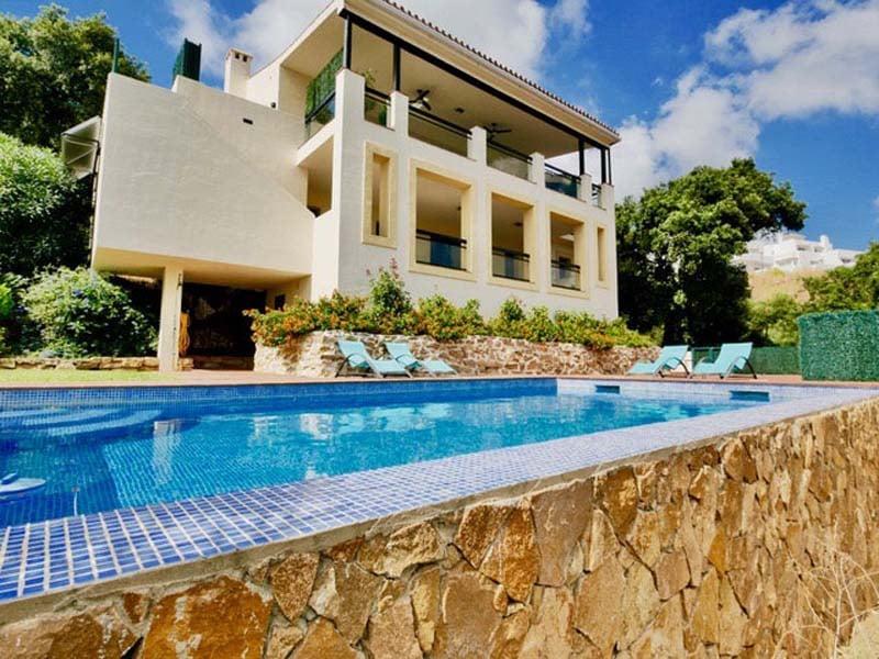 Modern villa for sale in La Mairena