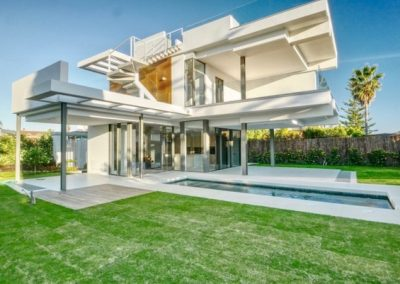 Beachside villa for sale in marbella