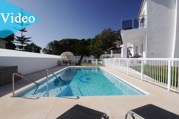 Modern beachside villa for sale in Cabopino