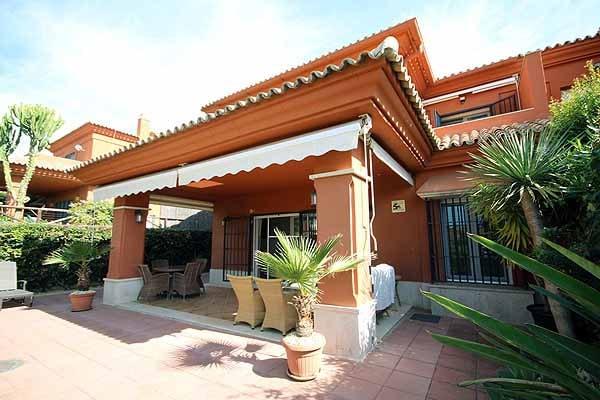 Golf villa for sale in Santa Clara