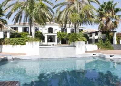 luxury beachside villa for sale in Guadalmina