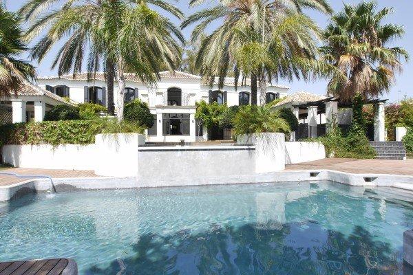 luxury beachside villa for sale in Guadalmina