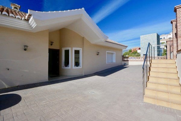 villa for sale in Los Monteros