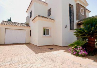 Beachside villa for sale in cabopino