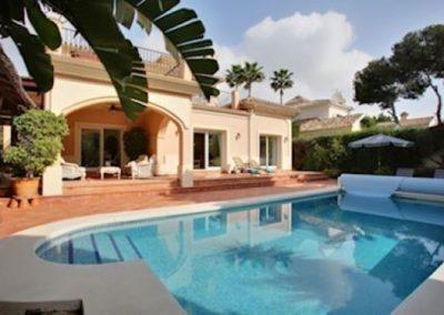 Beach side villa for sale in cabopino