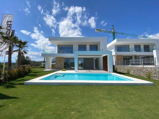 Modern villas in Santa Clara Golf